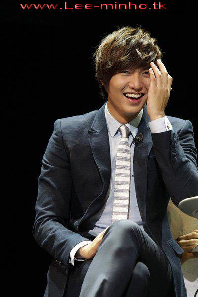 http://lee-minho.persiangig.com/pictures/park%20min%20young/298366_211912438865629_100001406238464_634442_5984606_n.jpg