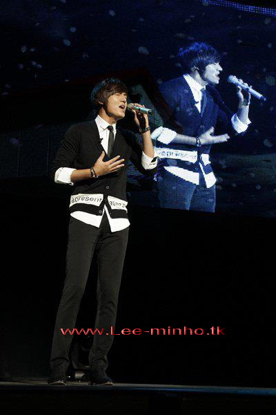 http://lee-minho.persiangig.com/pictures/park%20min%20young/315446_211912518865621_100001406238464_634445_2553793_n.jpg